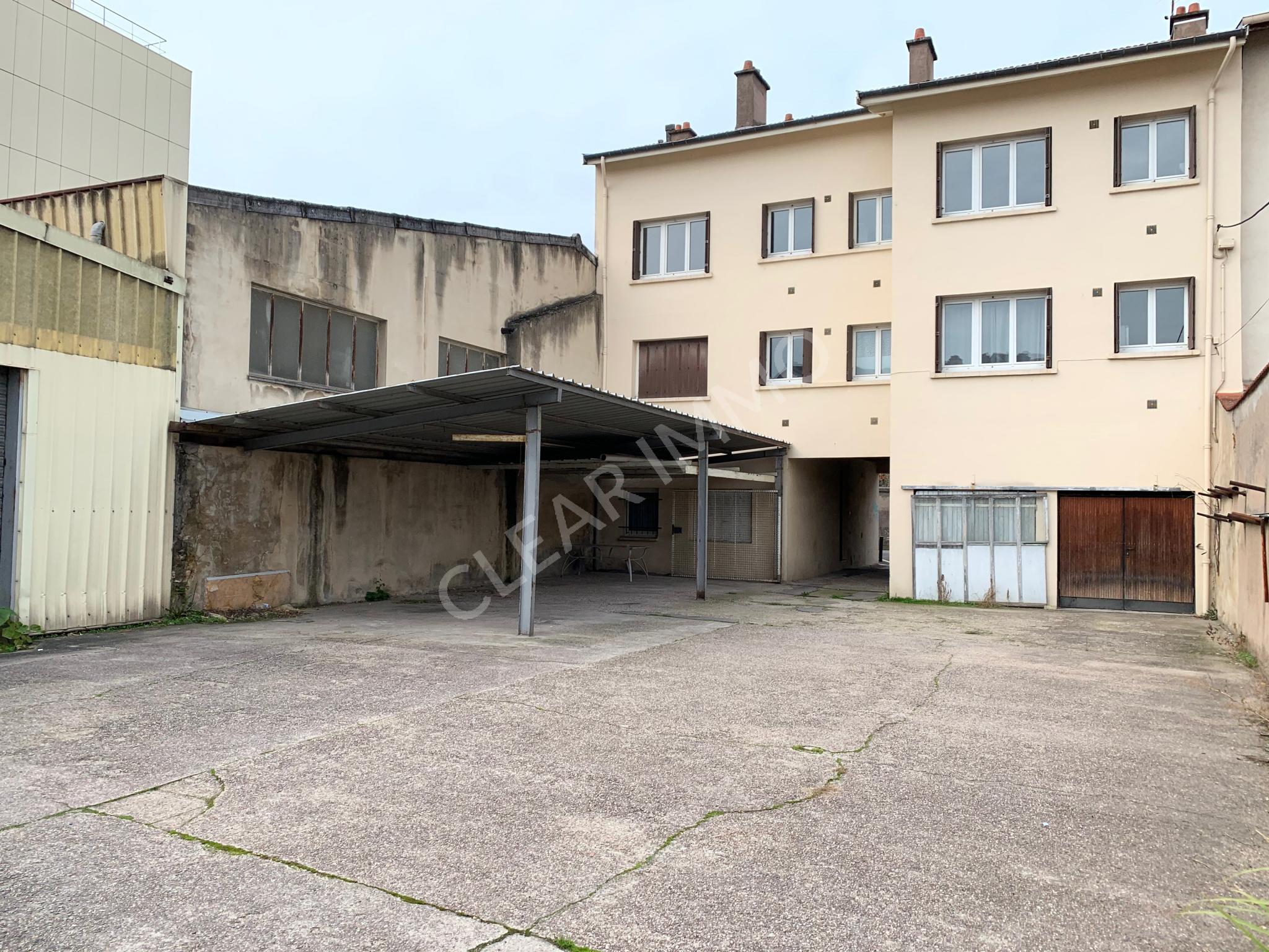 Cour - parkings - garages